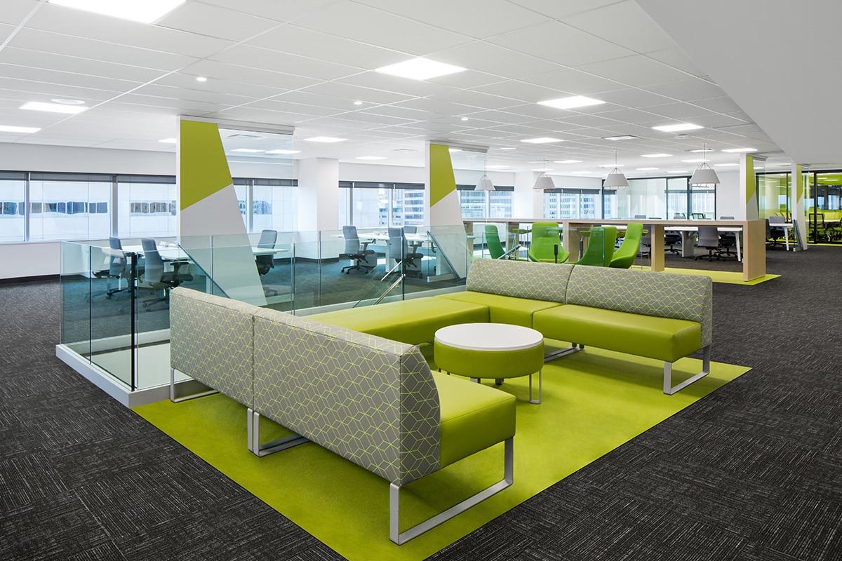 Bureaux aire ouverte au siège sociale de Banque Nationale a Montréal aménagé par VAD Designers
