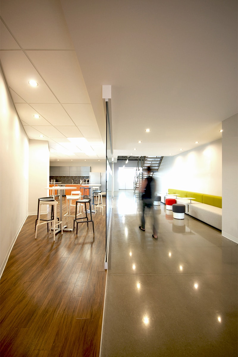 Bar à jus et lounge au siège social de Mine Raglan aménagé par VAD Designers