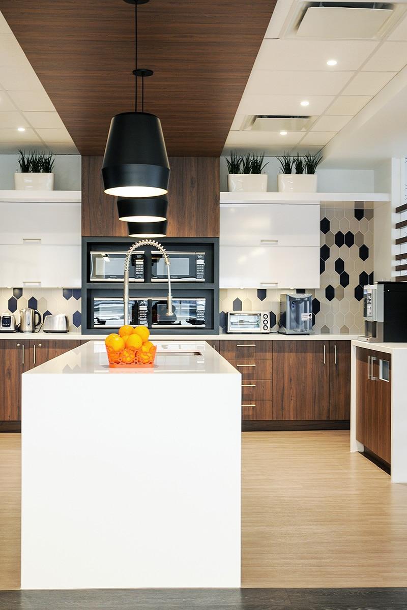 Cuisine au siège social de Hub International aménagé par VAD Designers