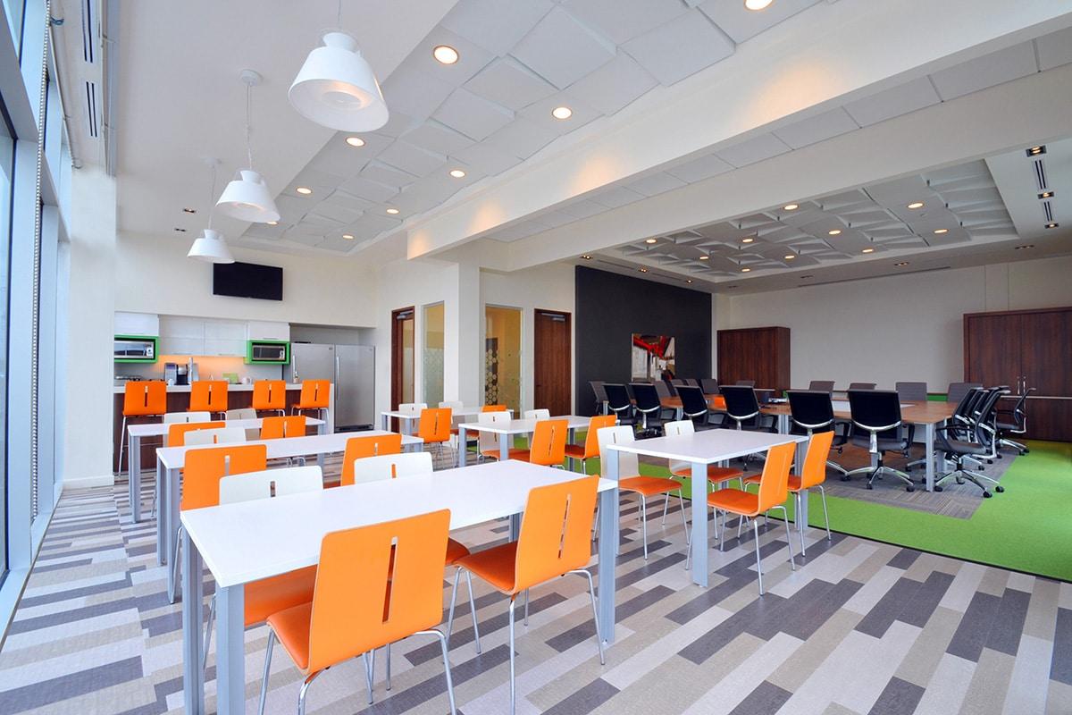 Cafétéria au bureaux de Desjardins à Laval aménagée par VAD Desjardins