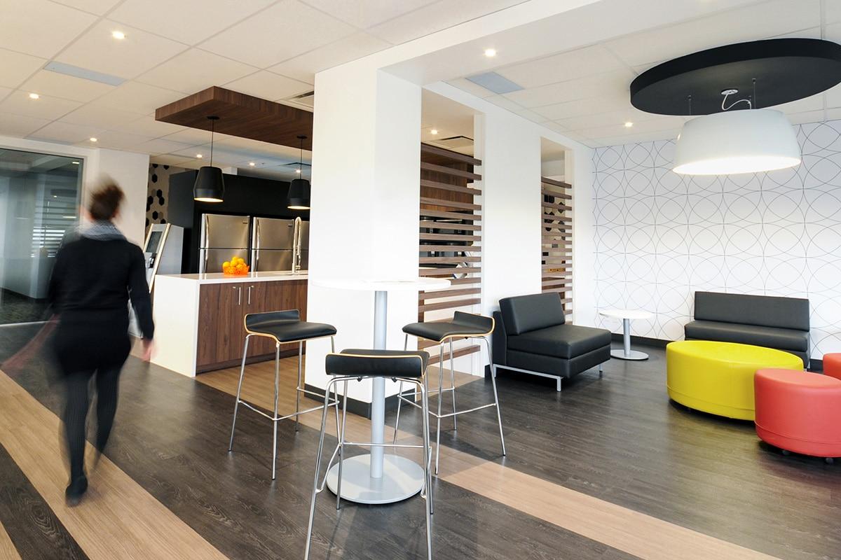 Lounge au siège social de Hub International aménagé par VAD Designers
