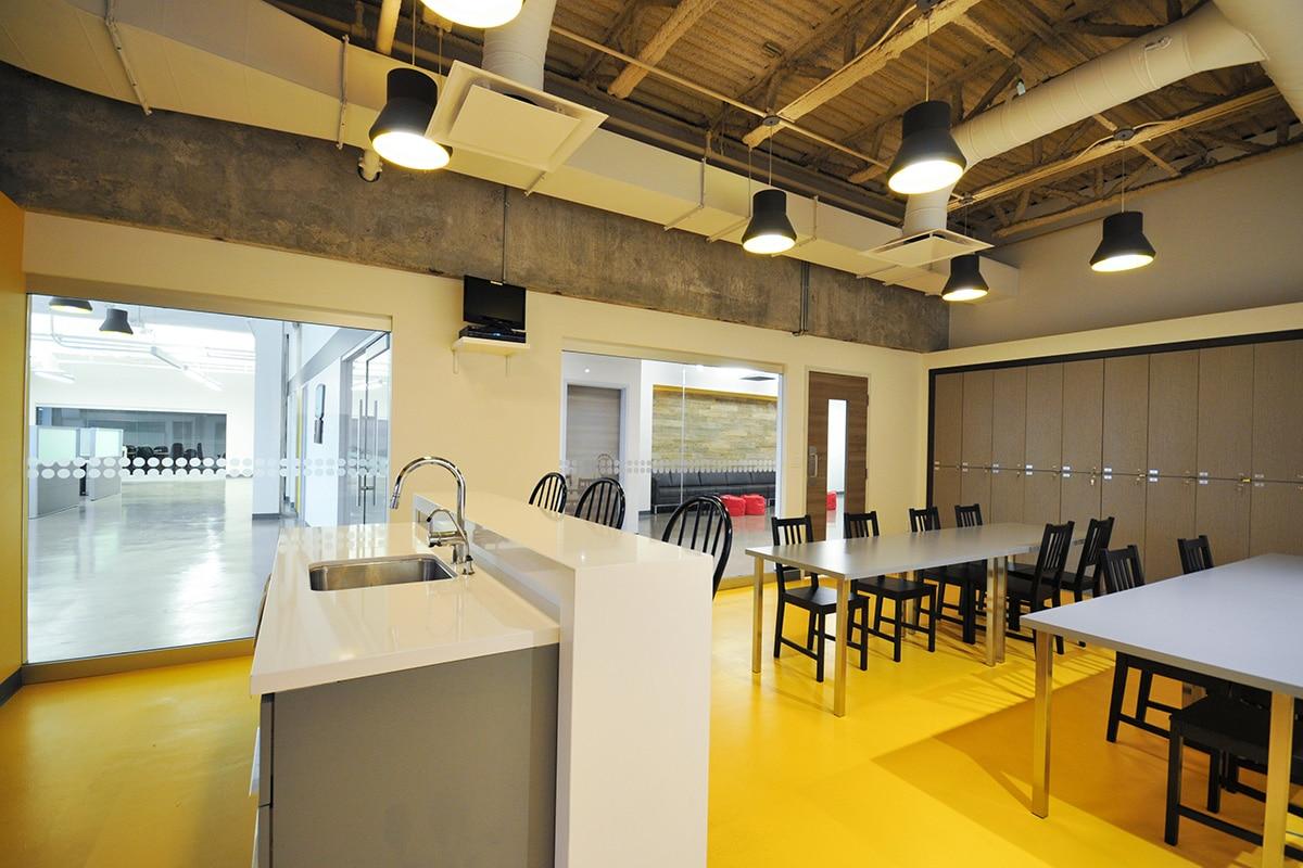 Cafeteria bureaux SOVO Technologies par VAD Designers d'espaces