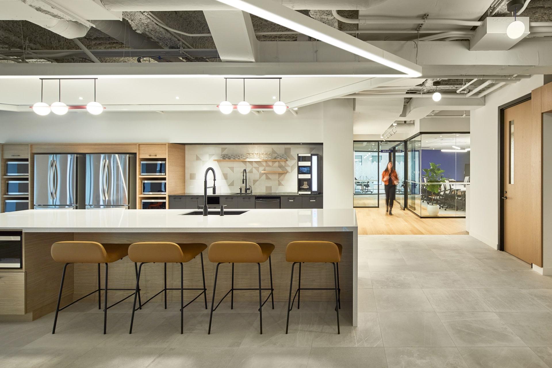 Cafeteria à la Station FinTech Montreal par VAD Designers d'espaces