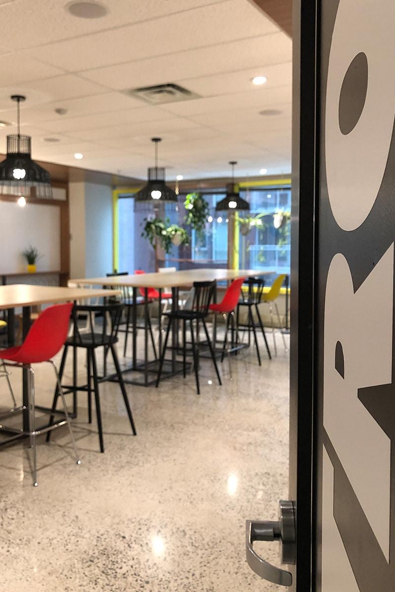 Salle de classe collaborative au Collège LaSalle à Montréal aménagé par VAD Designers