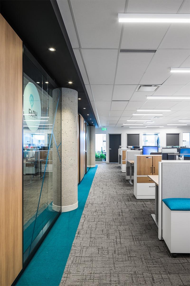 Bureaux en aire ouverte au siège social du Fonds de Solidarité FTQ, Montréal par VAD Designers