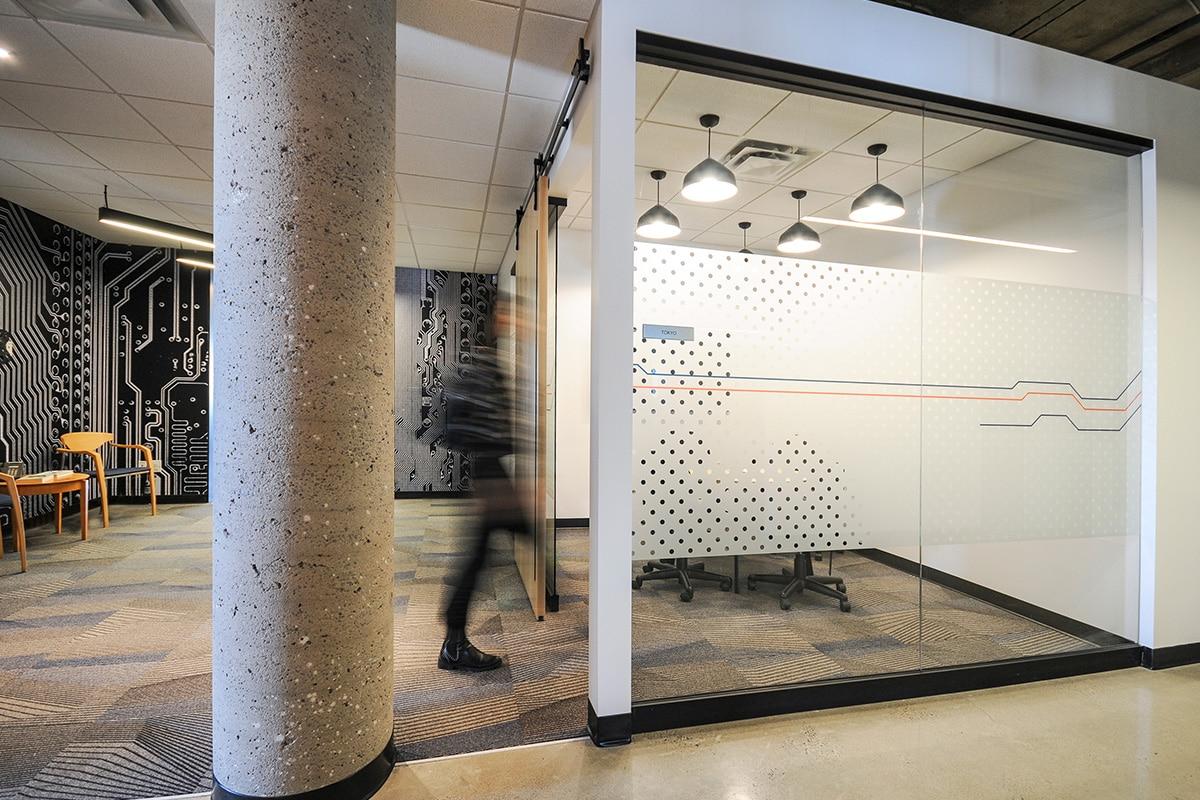 Salle de travail au siège social de Octasic à Montréal aménagé par VAD Designers