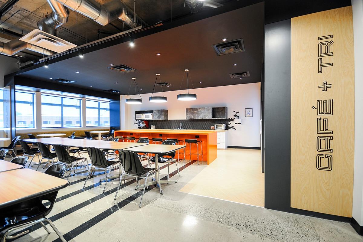 Salle à manger au siège social de Octasic à Montréal aménagé par VAD Designers