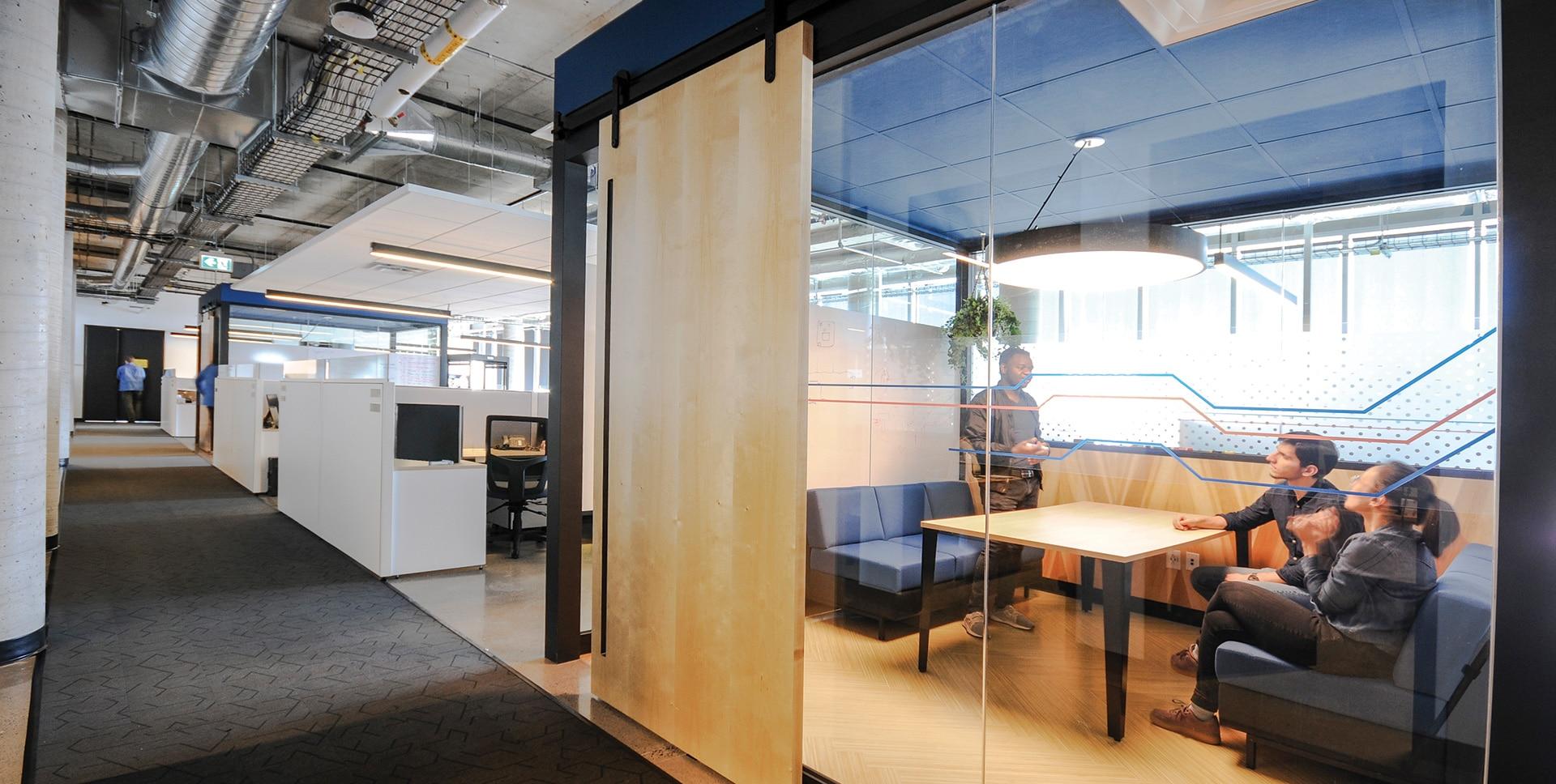 Salles de travail au siège social de Octasic à Montréal aménagé par VAD Designers