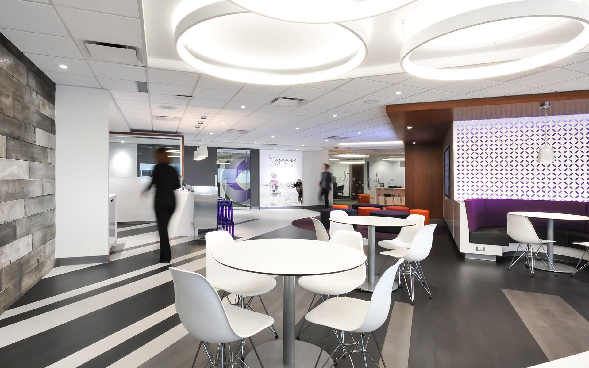 Cafétéria et banquette au siège social de RCGT aménagé par VAD Designers