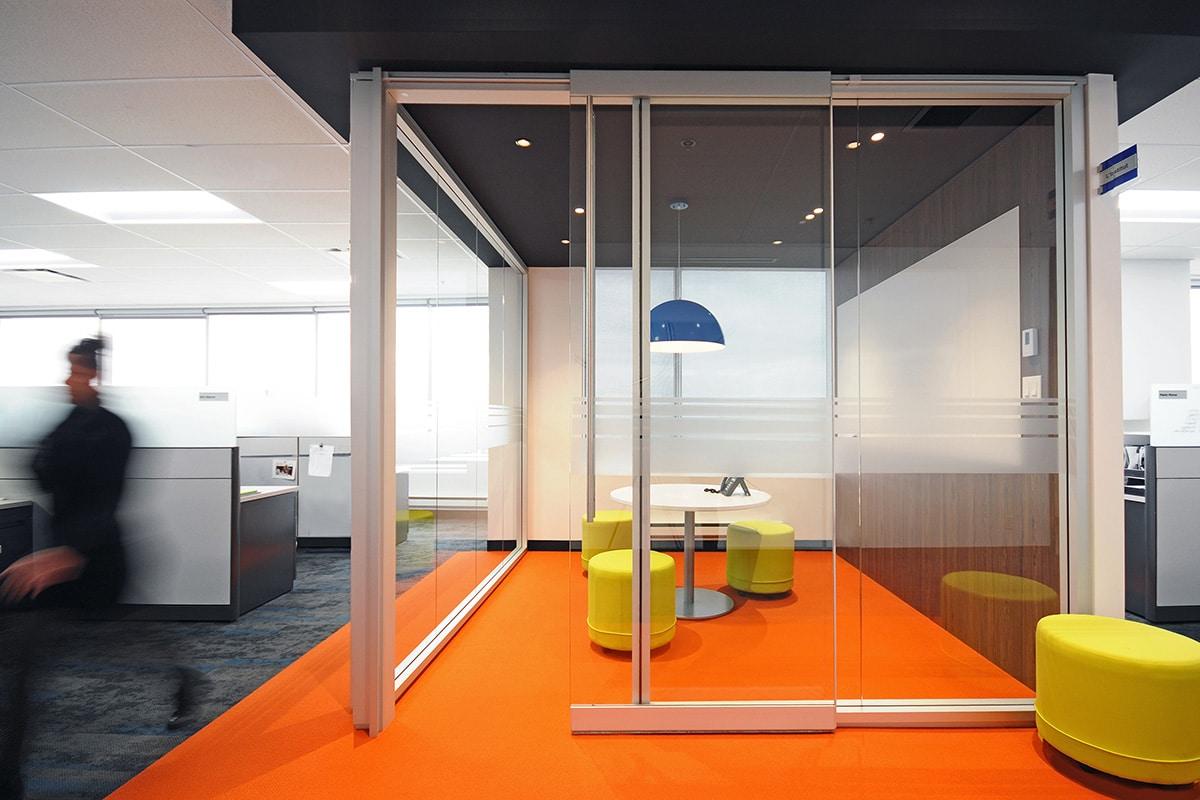Salle de rencontre au siège social de Hub International aménagé par VAD Designers