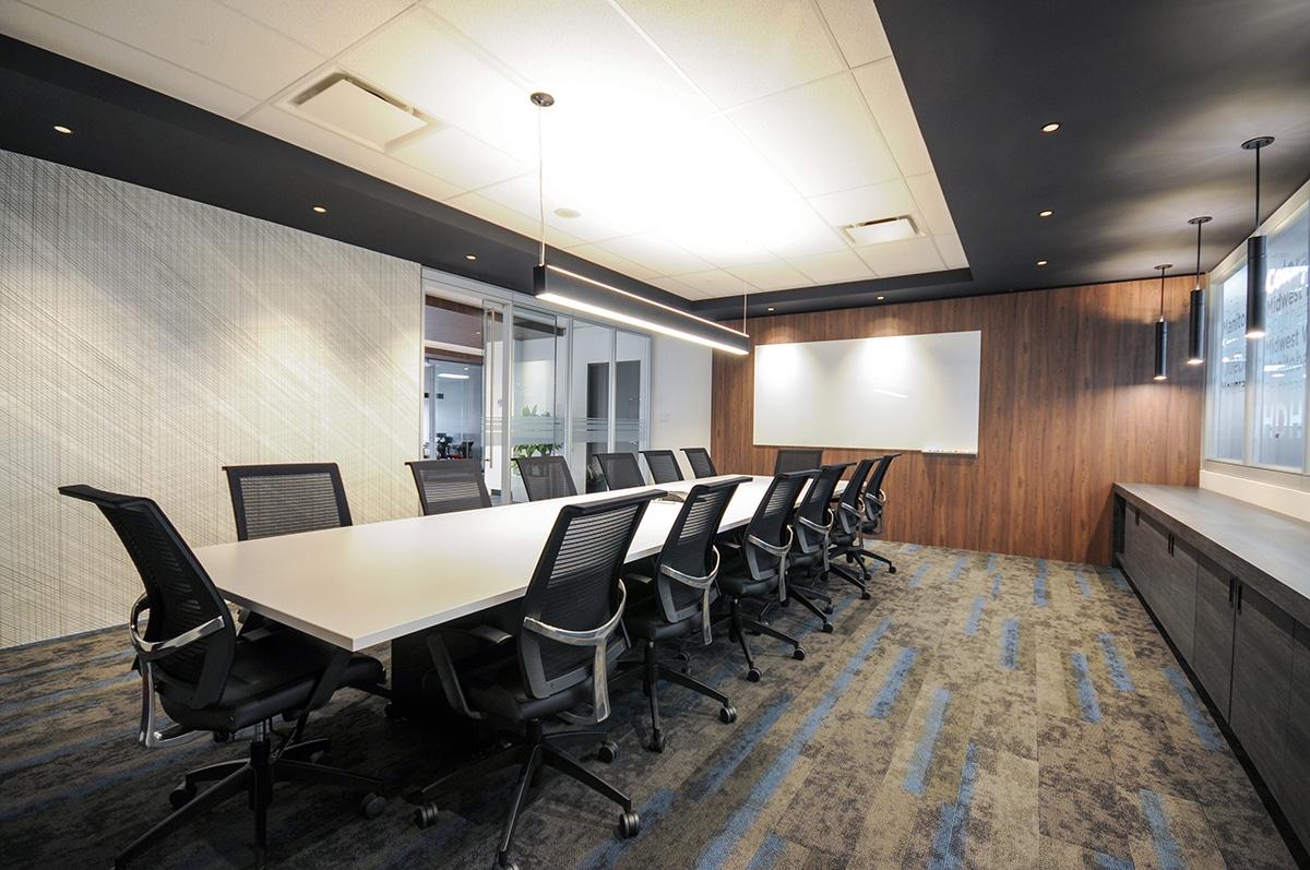Salle de conférence au siège social de Hub International aménagé par VAD Designers