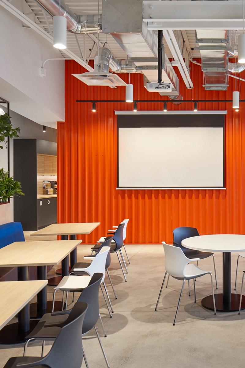 Cafétéria aux bureaux de Martins Industries par VAD Designers